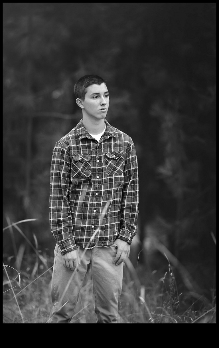 Summerville and Sonora senior portrait sessions with Christine Dibble include black and white versions of clean, classic portraits.