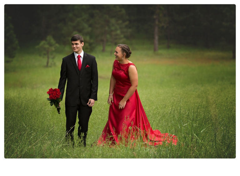 Sonora senior portrait photographer Christine Dibble Photography takes portraits of couples before the Summerville High School prom in a field wet from rain with a blue velvet chair.