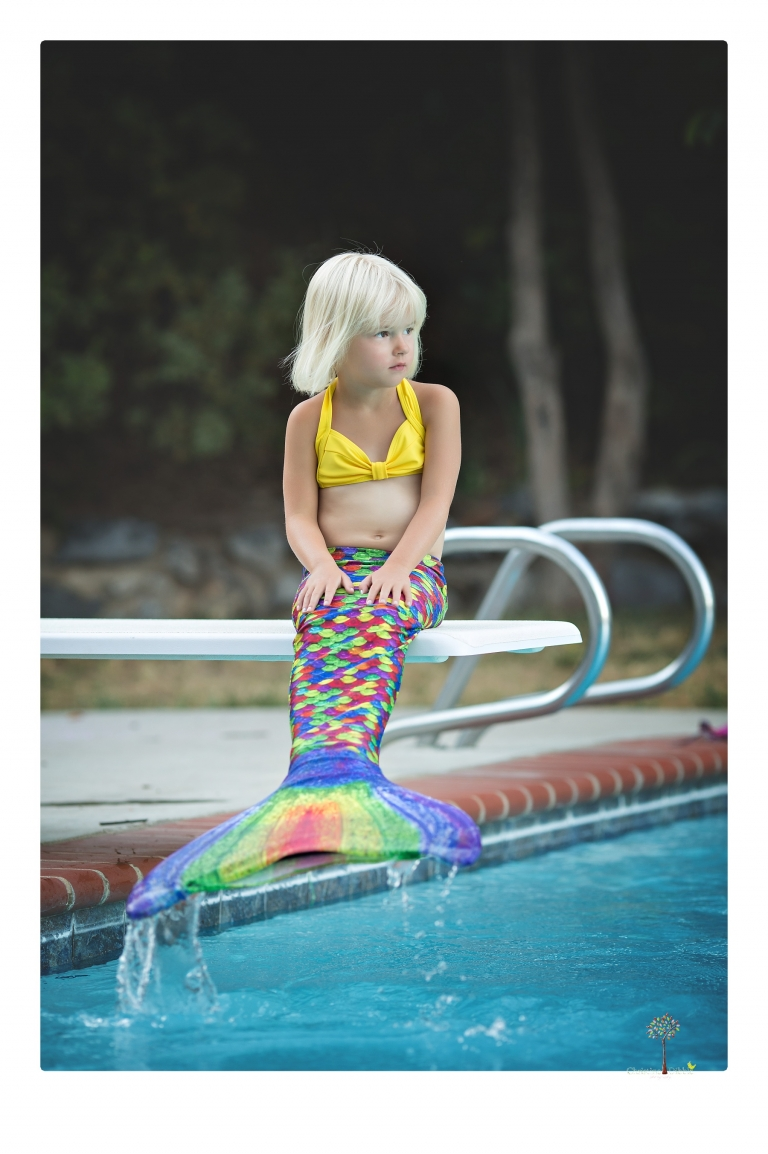 Sonora Child Photographer Christine Dibble Photography takes mermaid birthday photos of a five year old girl in her finfun mermaid tail in her swimming pool.