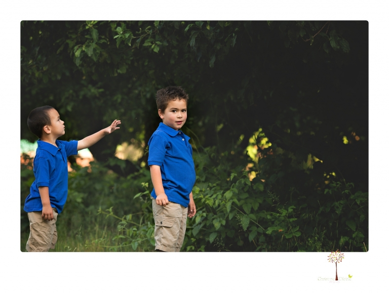 Sonora family photographer Christine Dibble Photography takes photos of a mom and her boys as they wander around Indigeny Reserve.
